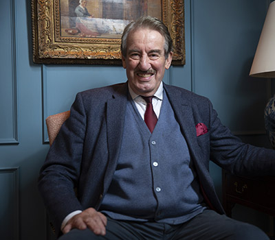 Thursday 11th November 2021, 7:30pmRescheduled from Fri 7th May 2021All Tickets £20.75An intimate evening with Only Fools And Horses actor John Challis. Enjoy an intimate evening with John Challis, one of the nation's greatest comedy actors, best known as Boycie in BBC1's Only Fools and Horses. In this one-off show the national treasure will reveal secrets from the set with stories and anecdotes from his dazzling career. Having worked with some of the biggest names in show business, he'll be spilling the beans about Only Fools and Horses co-stars like Sir David Jason and Nicholas Lyndhurst and friends and fellow performers like The Beatles, The Rolling Stones, Oliver Reed and George Best. He'll also recall tales from his time in Dr Who, Coronation Street and other TV classics. Mr Challis will also meet fans after the show to sign autographs and pose for pictures, while signing copies of his autobiography, Being Boycie, and novel, Reggie: A Stag At Bay.Show running time: 90 minutes with 20 minute interval.All prices advertised include a booking fee. No fees to Friends of the Floral. A postage fee may apply.